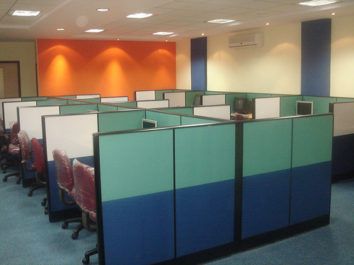 WORKSTATIONS WITH A SEATING CAPACITY OF 50 SOFTWARE PROFESSIONALS